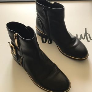 Aldo Black Leather Booties W/Gold Tone Accents 8.5
